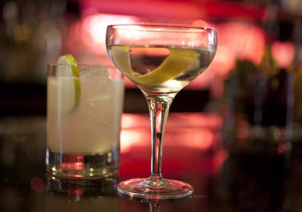 Diet.drinks Misturar bebida diet com álcool pode nos deixar bêbedos mais rápido.