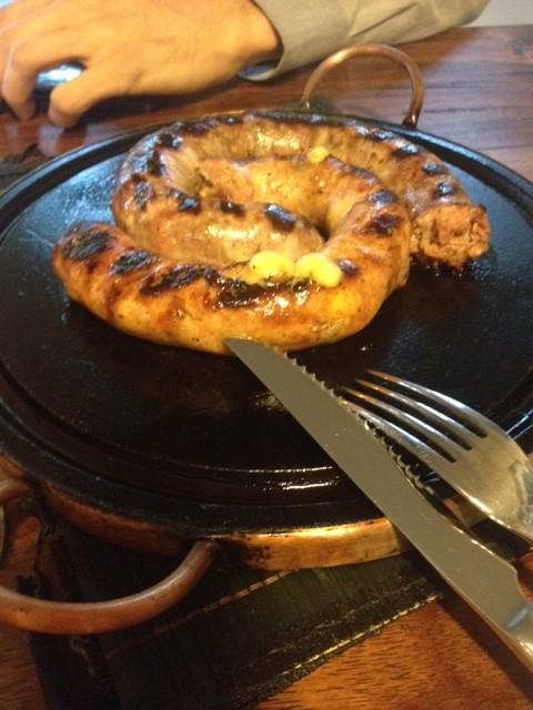 A Linguiça de queijo coalho com castanha de caju e a outra de cachaça com Jabuticaba