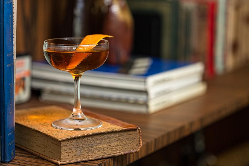 Foto: Drinque Barrel Cocktail, criado pelo barman Vinícius Gomes do bar Riviera
